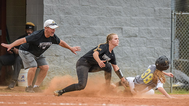 Indians rally late to knock off No. 8 Mustangs