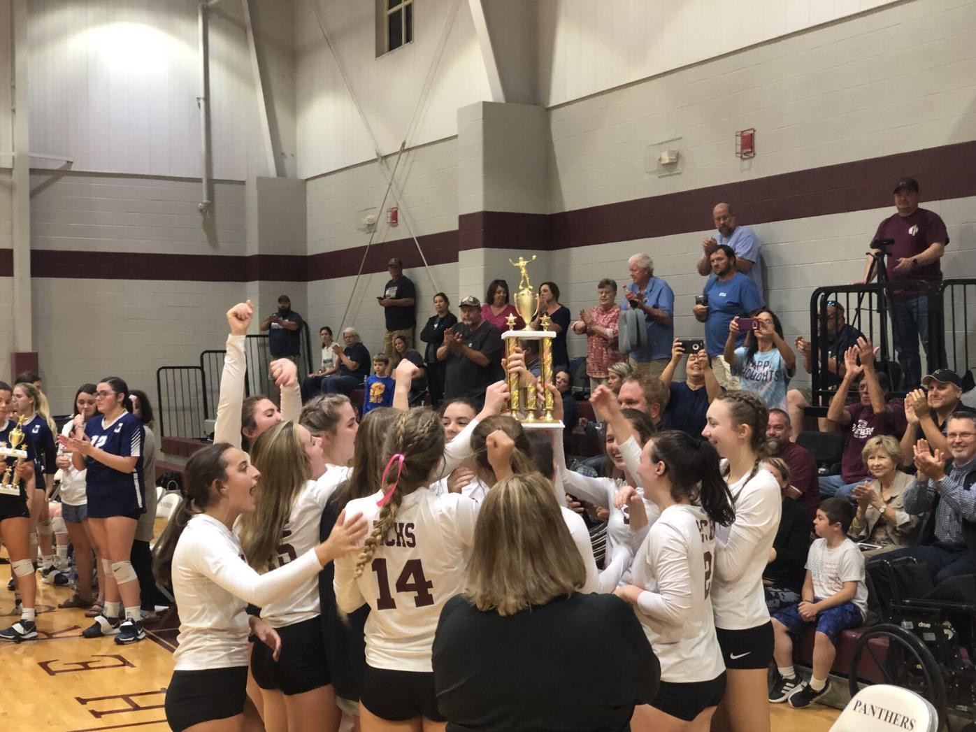 Elmore County volleyball celebrates