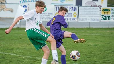 Key kicks keep Bulldogs on top