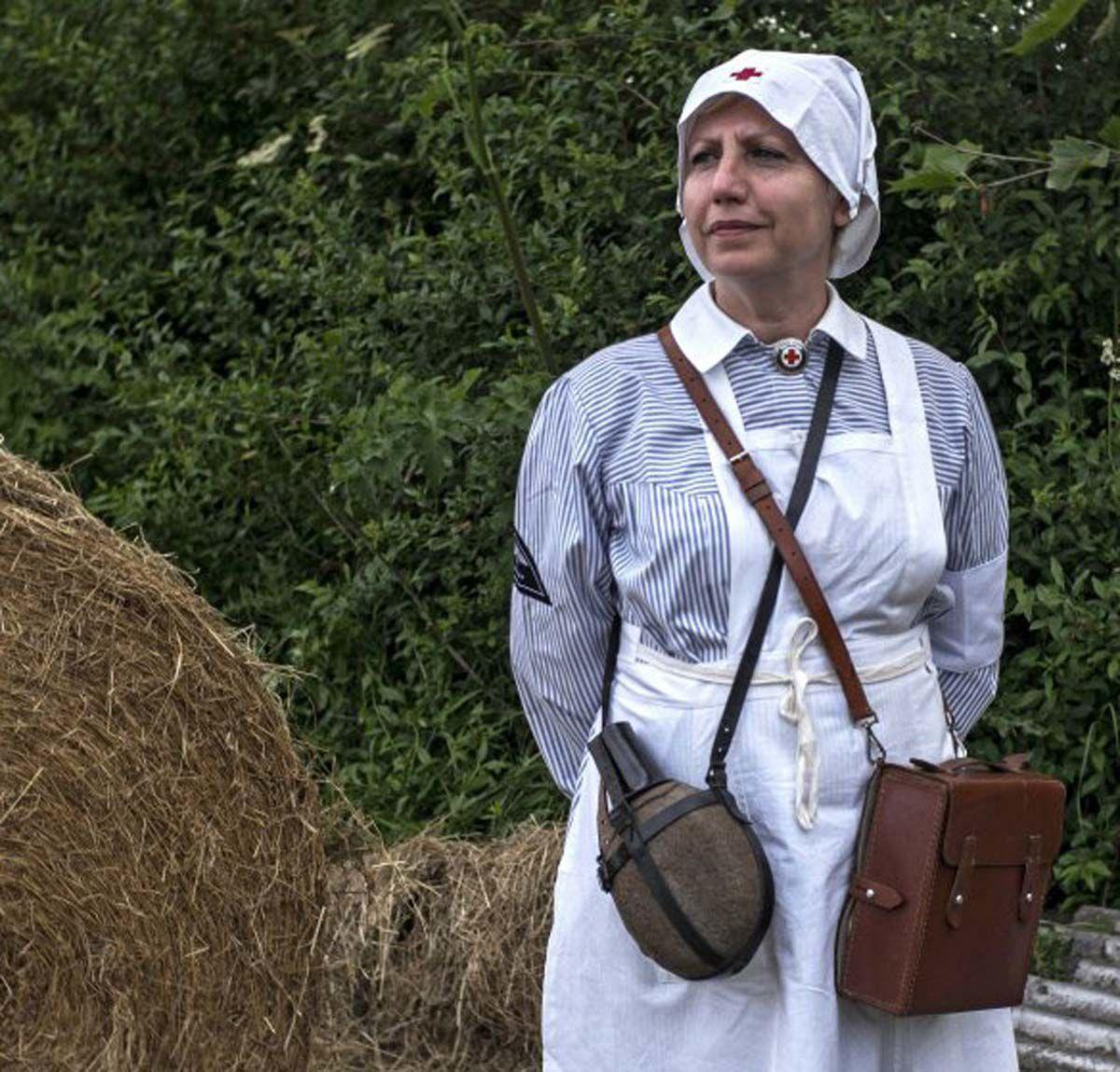 bonnet lady.jpg