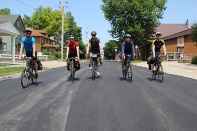 Irishmen bike America for a cause