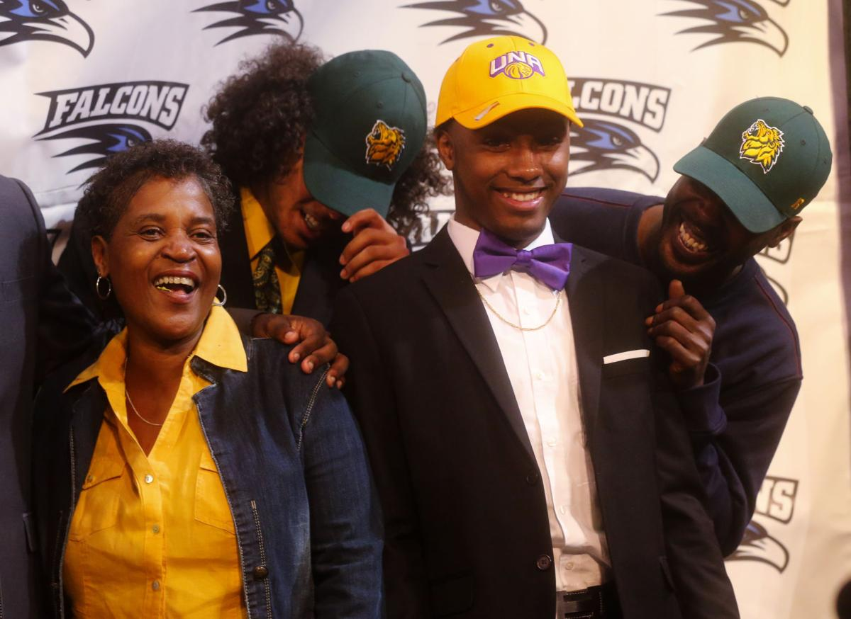 F170202 signing day 25