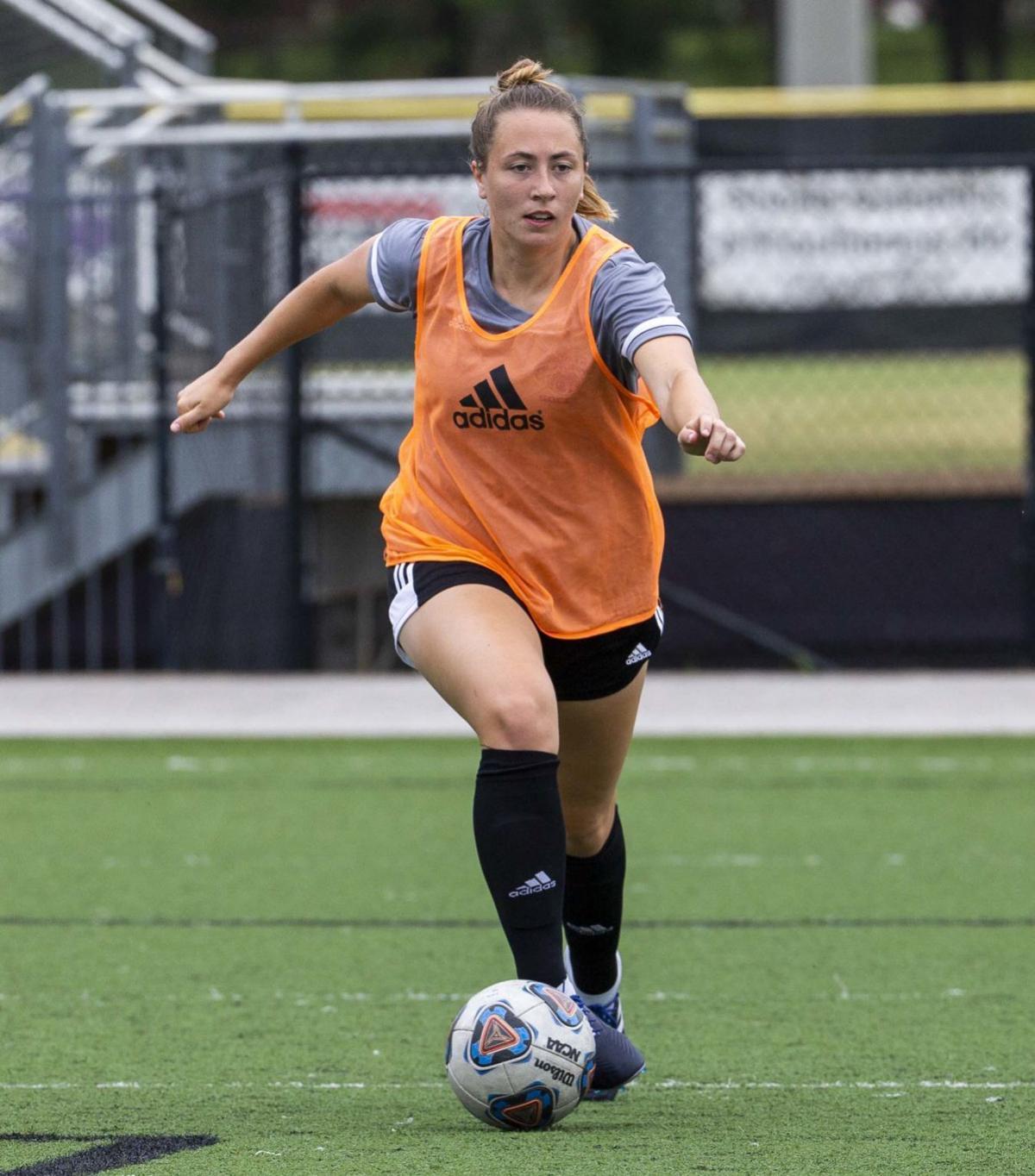 Shelby Wall UNA soccer