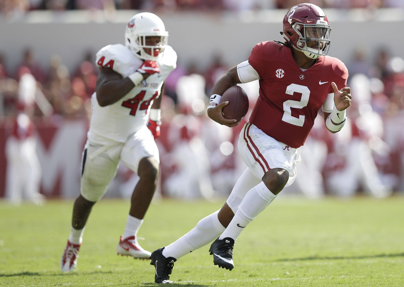Hurts carries Tide to easy victory over Bulldogs
