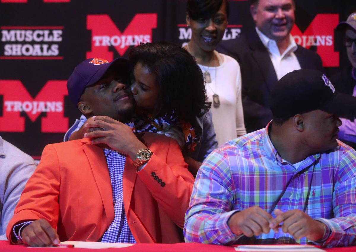 F170202 signing day 5