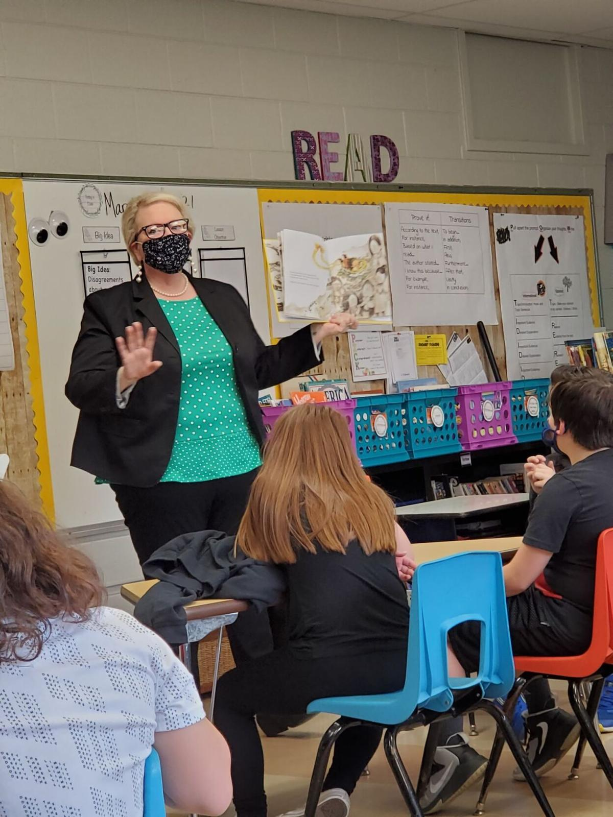 Guest reader Robin McClellan reads to a class at Indian Springs