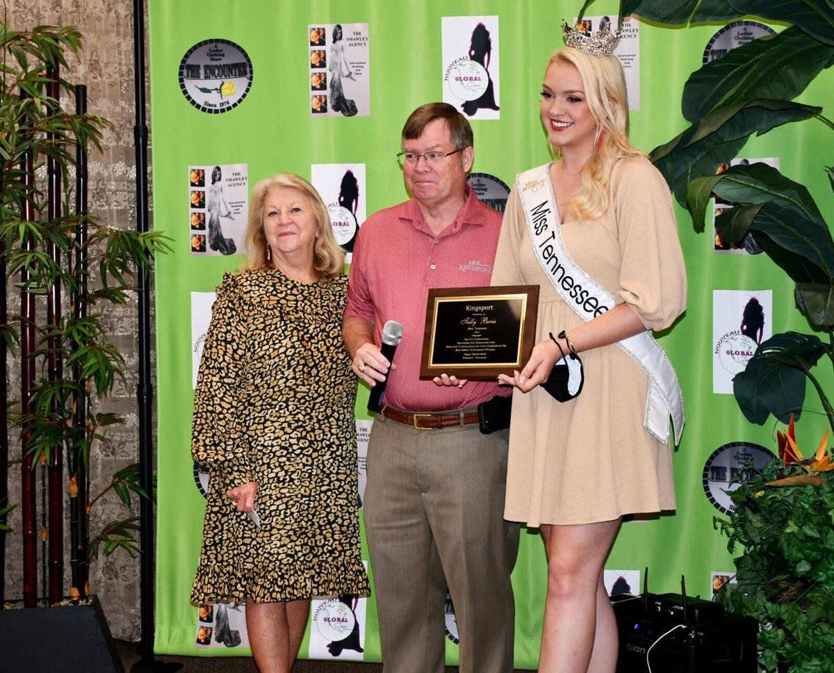 Janie Albright, Mayor Pat Shull and Miss Tennessee Tally Bevis