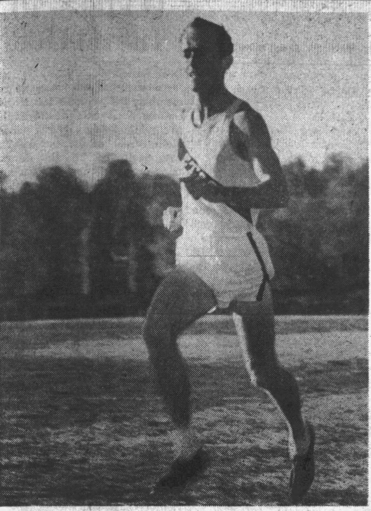 Kent Osborne running, 1956