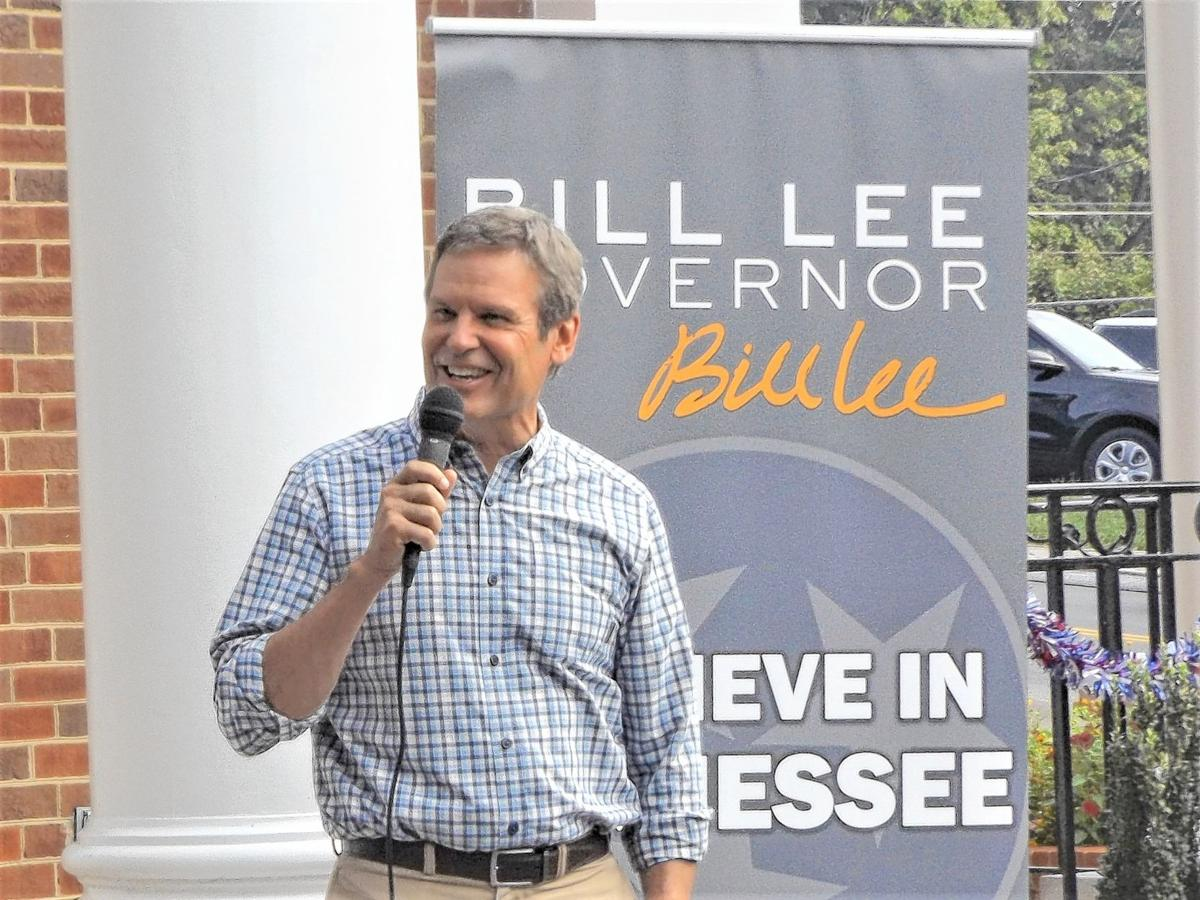 Lee responds to Dean's claim that he lacks leadership experience