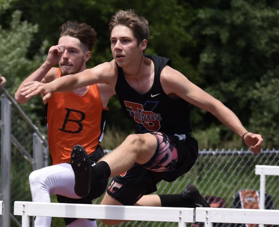 Colten Kilgore hurdles