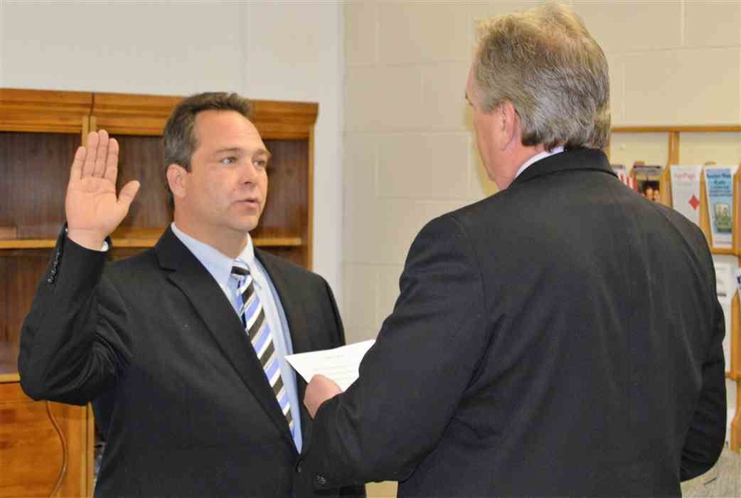 Mount Carmel mayor indicted on allegation of $394k embezzlement from grandmother