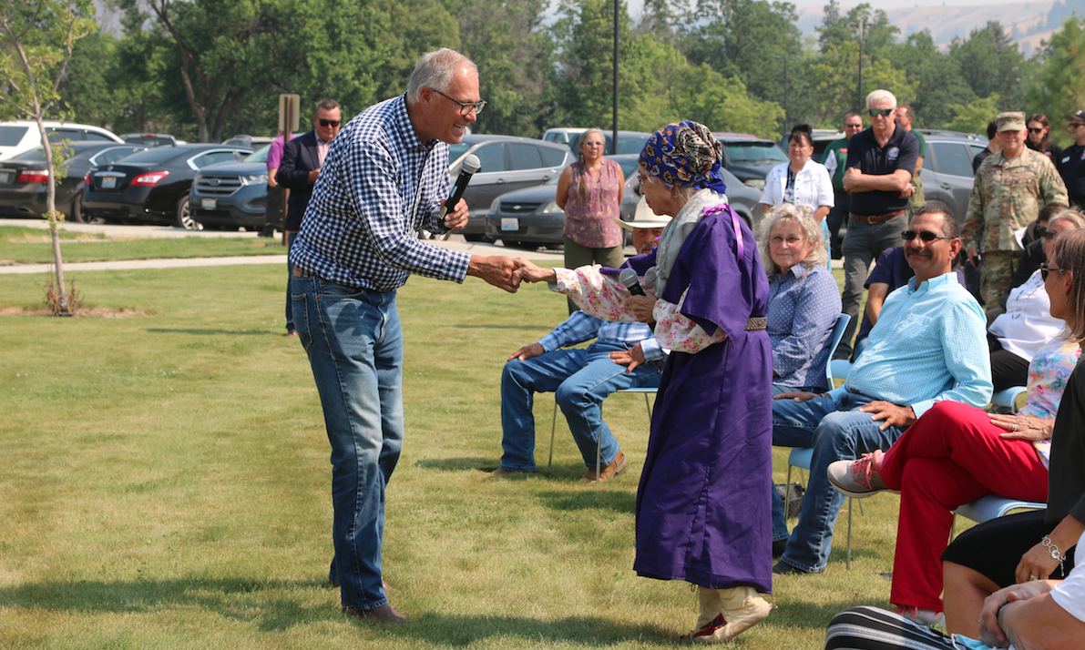 Washington Gov. Jay Inslee shakes hands with Colville tribal elder Darlene Wilder at the Colville Tribal Agency, July 21 during a public forum following the governor's meeting with CBC