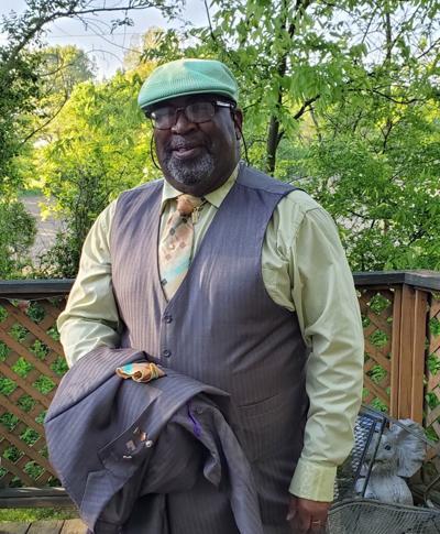 Kentucky man shares joy with strangers through birthday song