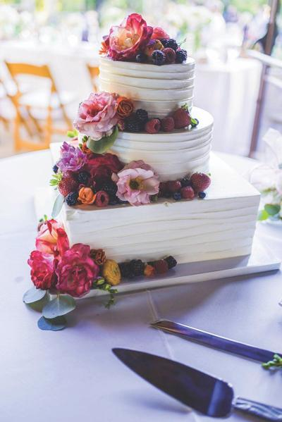 Make a statement with your wedding cake