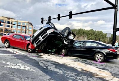 Multiple vehicle crash temporarily shuts down Towne Lake Parkway