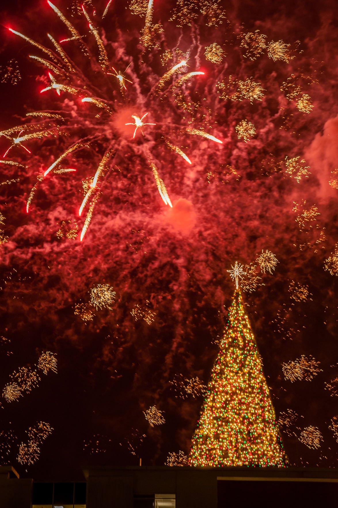 Northside Hospital Tree Lighting Brightens Cherokee