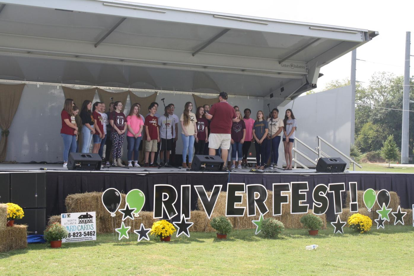 Pic of Stage - Riverfest.JPG