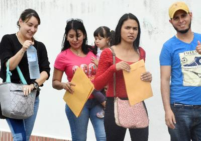 Hopeful Venezuelan applicants