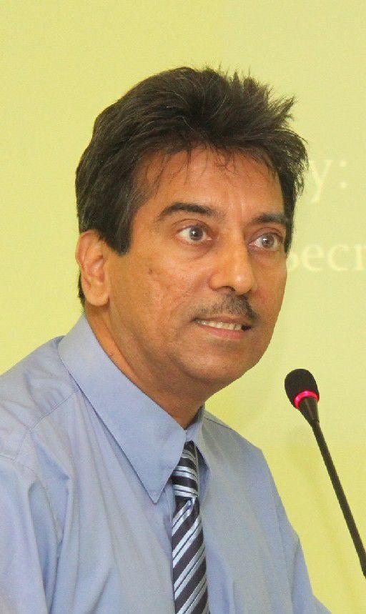 Dr Varma Deyalsingh