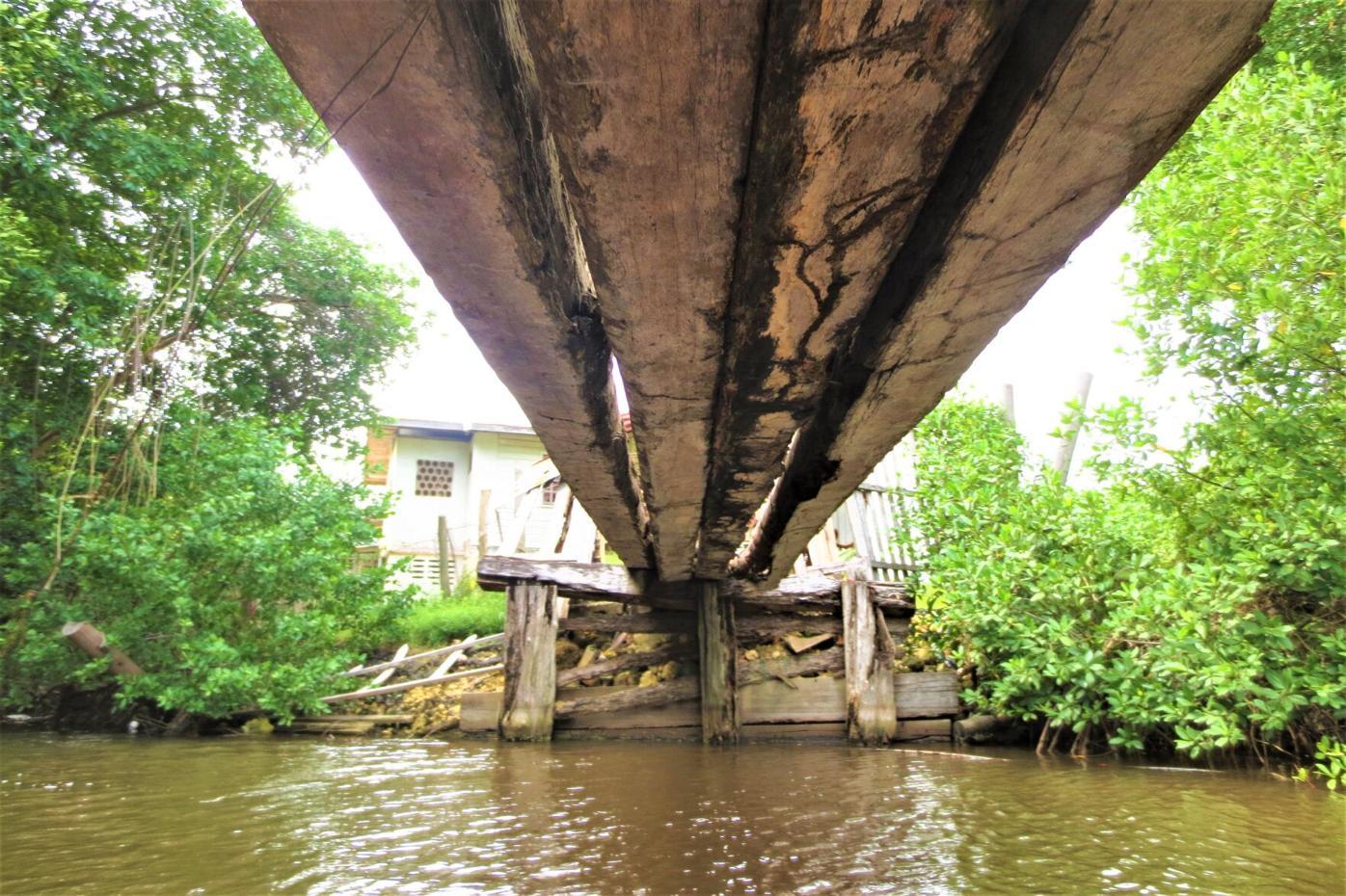 The hiden bridge at Grand Lagoon, Mayaro.JPG