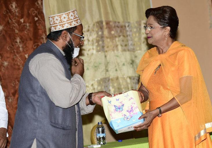 Muslims endorse Kamla