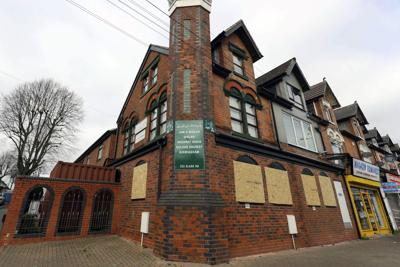 5 mosques vandalized in central England