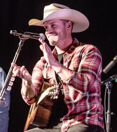 Dustin Lynch.jpg