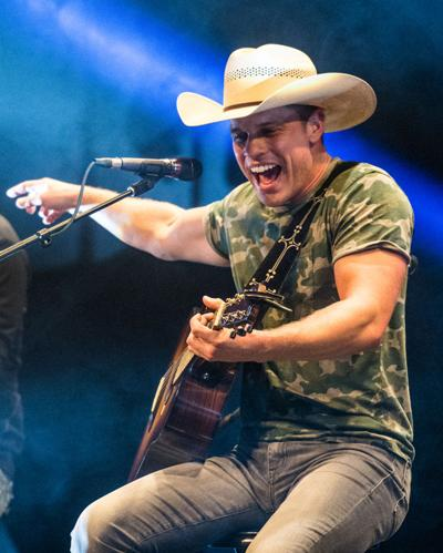 Dustin Lynch to return for benefit show