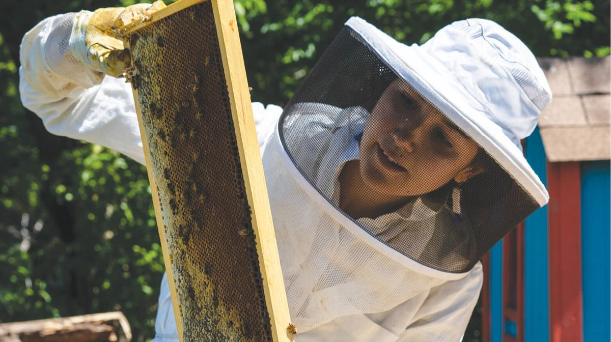TV_0820_BeekeepersGuild_JackieBrewer-6_rollover.jpg
