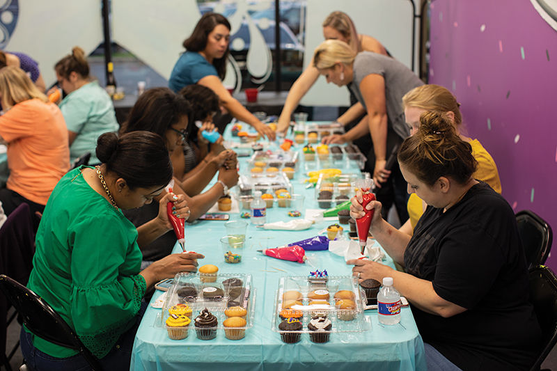 All Things Cake decorating class