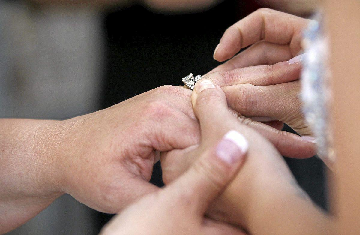 Photo gallery: Couple marries in downtown popup wedding | Slideshows ...