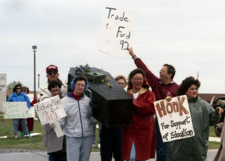 Teachers protest HB 1017