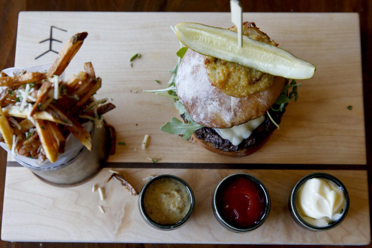 2016-07-13 wk-palacecafe steak burger
