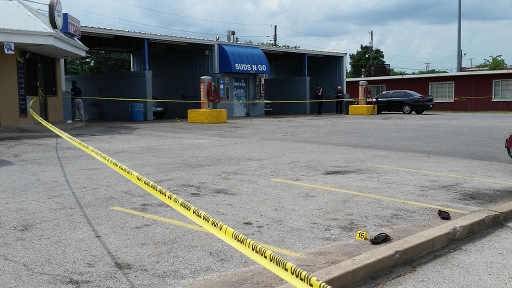 Man fatally shot at north tulsa car wash crimewatch tulsaworld homicide scene solutioingenieria Gallery