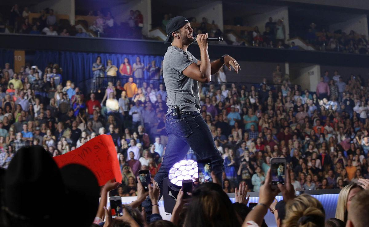 Review luke bryan puts on energetic show at the bok center music lukebryan mw ss kristyandbryce Image collections
