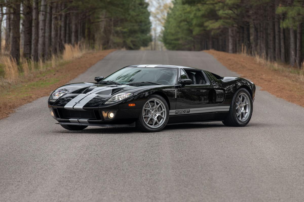 TJ21_Mecum Tulsa 2021_2005 Ford GT_S105.jpg