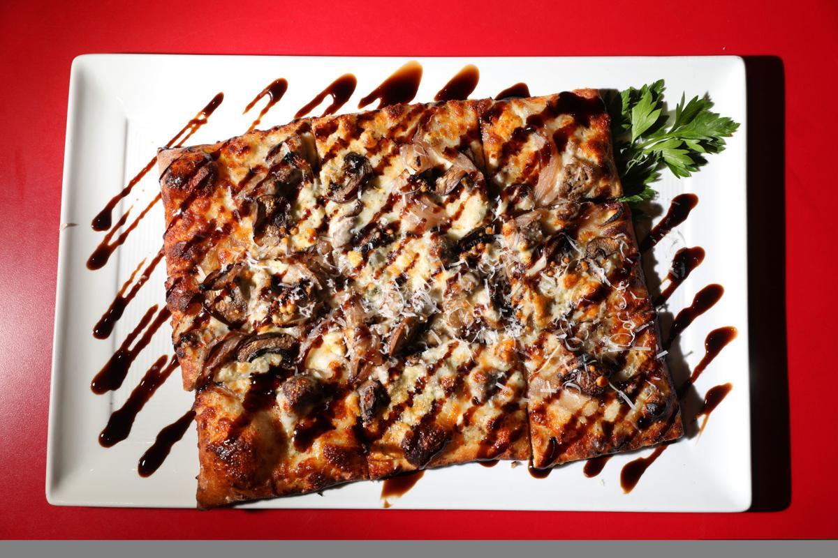Tuccis gorgonzola flatbread