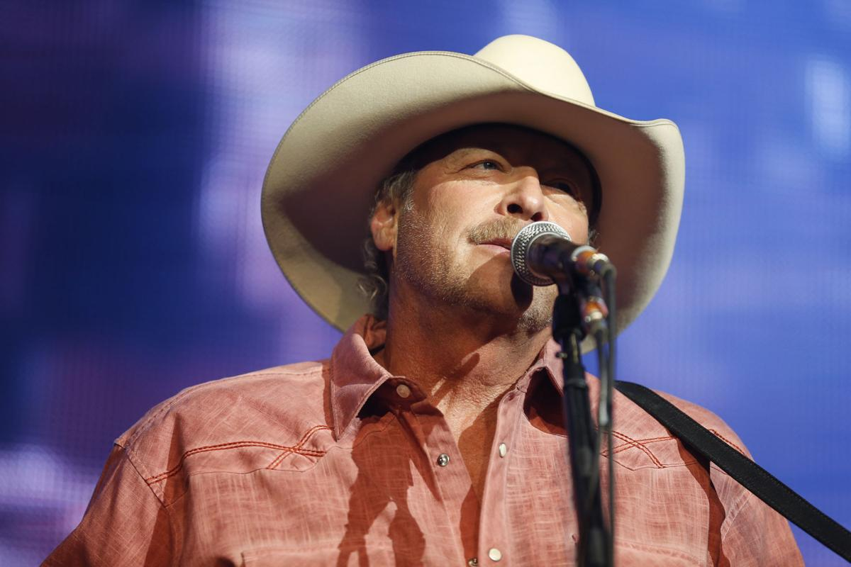 Alan Jackson at Paradise Cove for Outlook 2017 (copy)