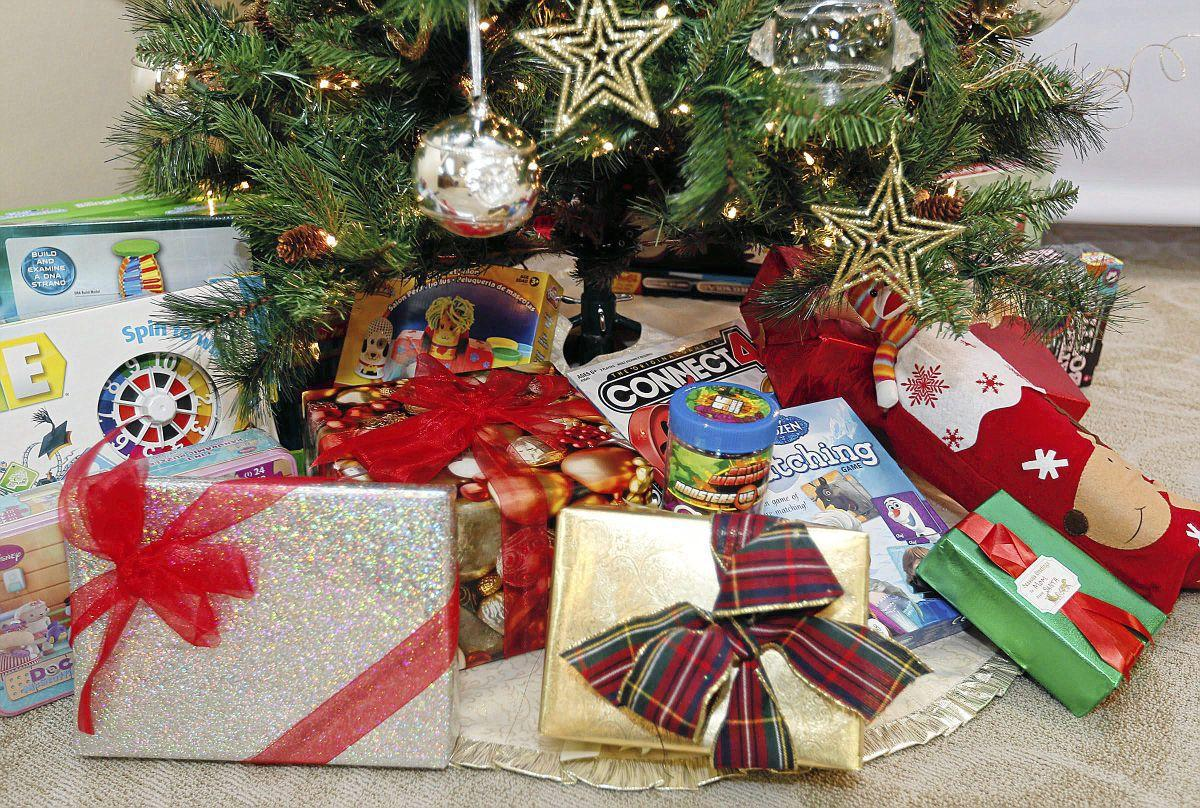 Mayes County church provides Christmas presents for 348 children in ...