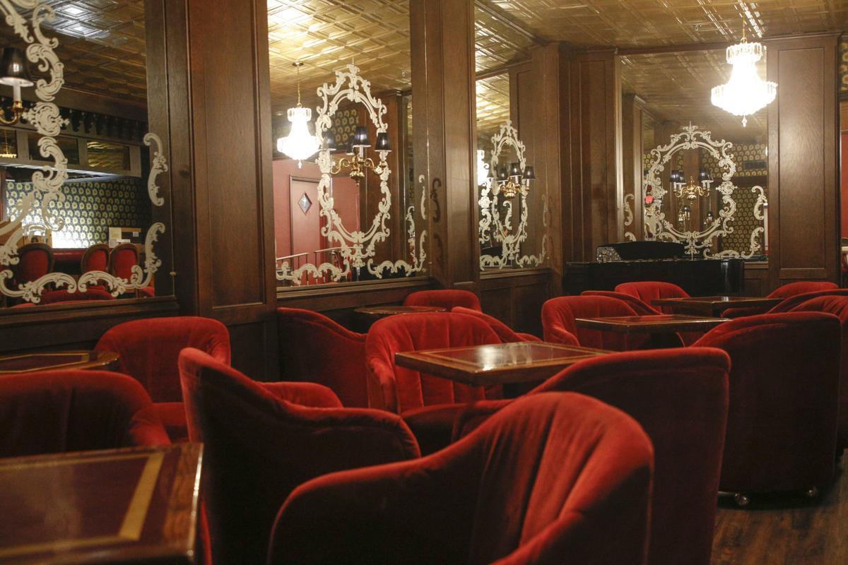 Celebrity Restaurant bar area