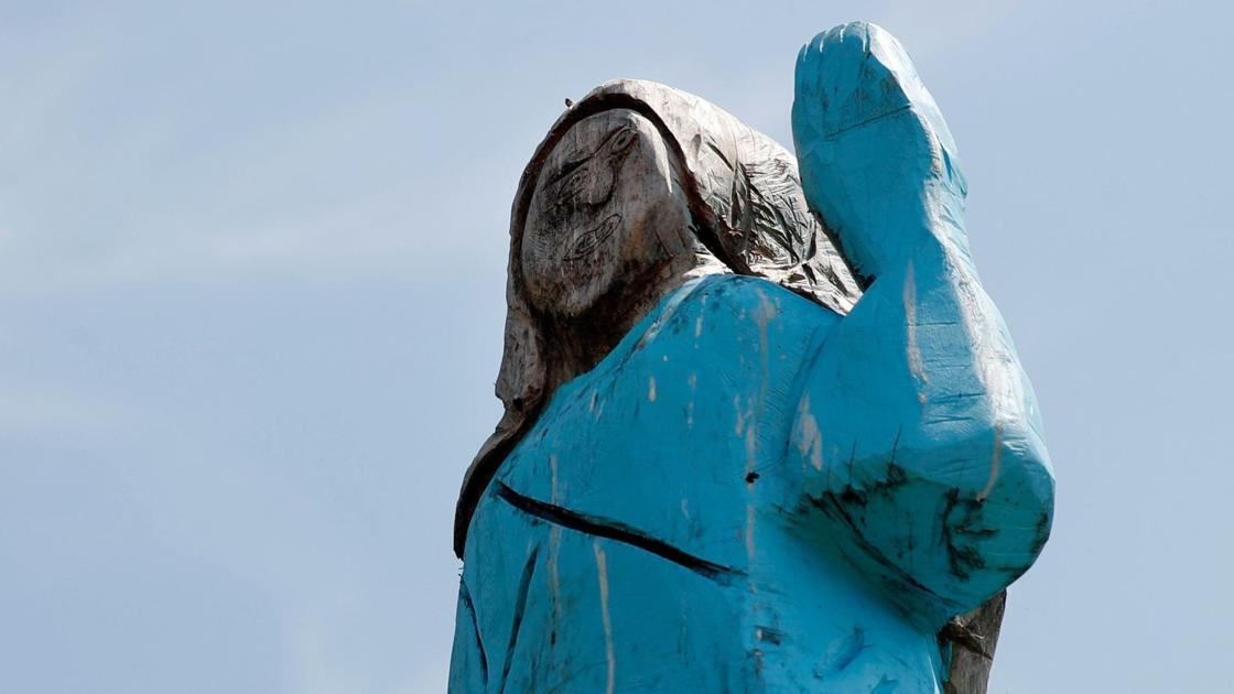 Melania Trump Statue In Slovenia Removed After Being Set On Fire National News Tulsaworld Com