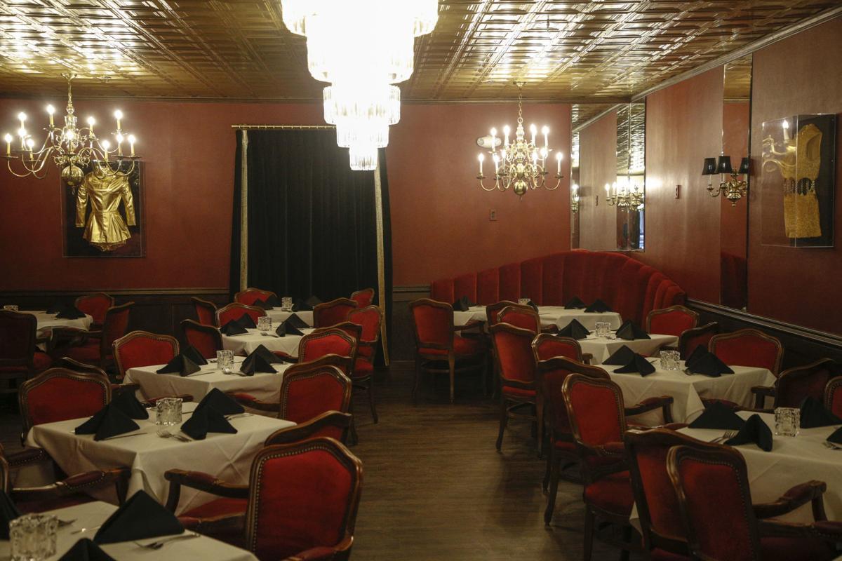 Celebrity Restaurant dining room