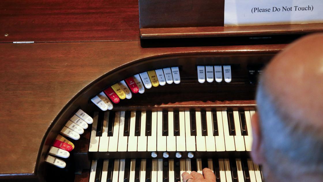 Pipe organist Bill Rowland accompanies silent-film showings