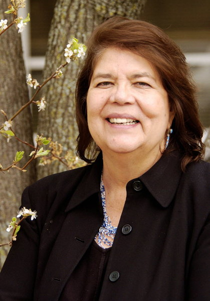 More than 1,000 attend memorial service for former Cherokee Chief Wilma Mankiller