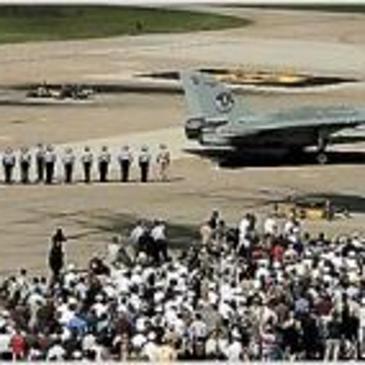 Navy's iconic 'Top Gun' jet makes a bumpy final flight
