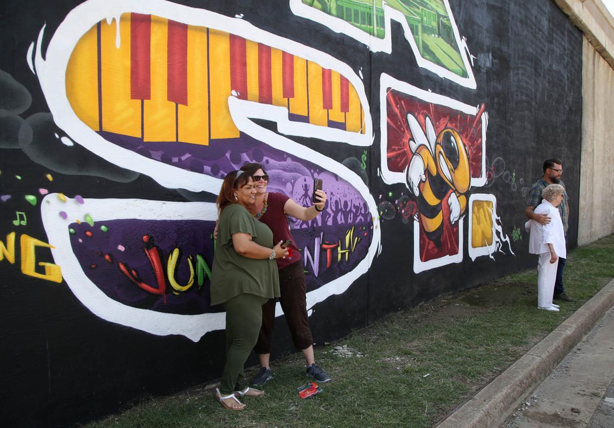 Black Wall Stret Mural