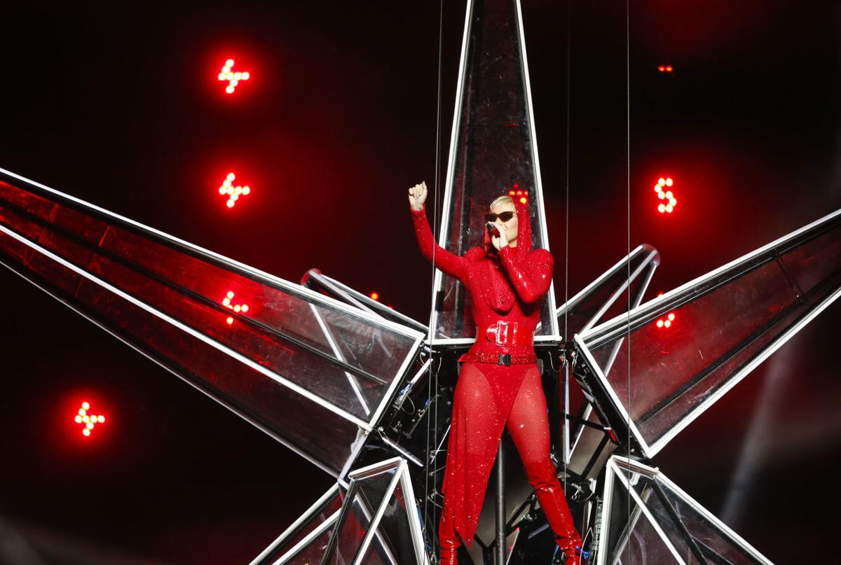 Photo gallery katy perry performs her witness tour at the bok katy perry kristyandbryce Gallery