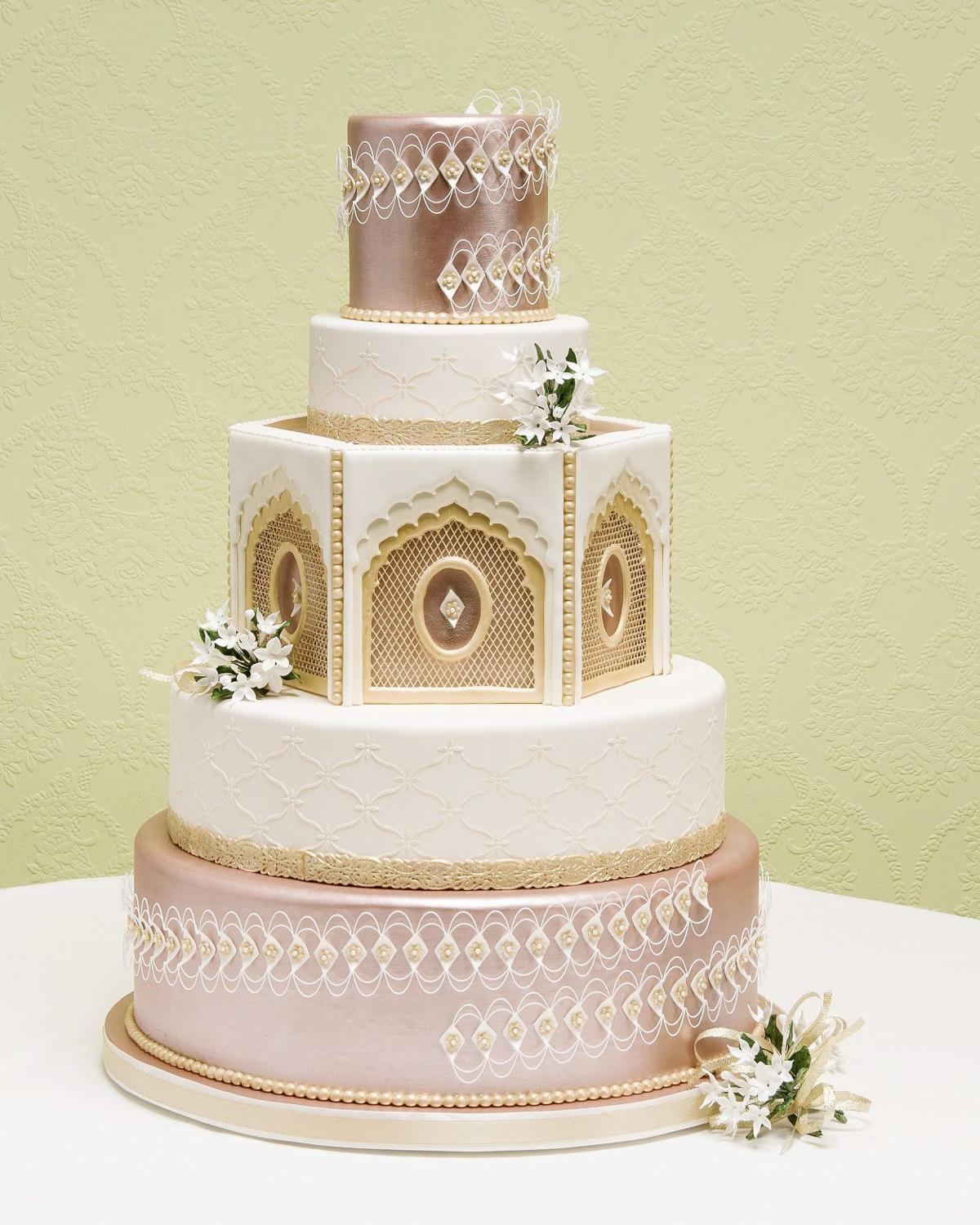 Oklahoma woman wins third Grand National Wedding Cake competition at ...