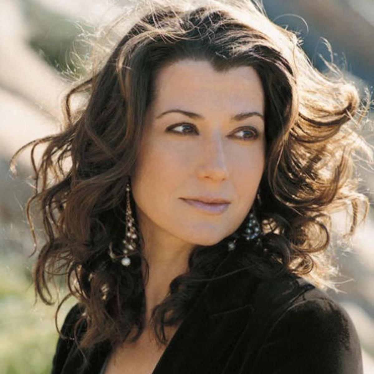 Amy Grant Talks About Okie Mom In Law Ahead Of Mabee Concert