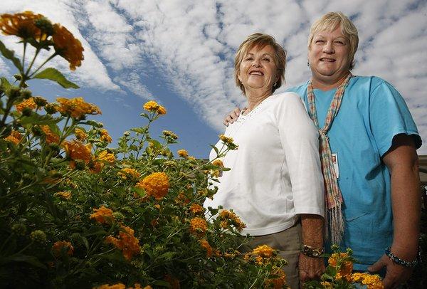 Anna S Belles Support Group Helps Women Through Ovarian Cancer Local News Tulsaworld Com